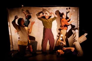 GANDINI JUGGLING & CIRCO AEREO: MOTET 2011. Director: Maksim Komaro. Set design: Eveliina Hämäläinen, Maksim Komaro, Juho Rahijärvi. Photo: Heli Sorjonen