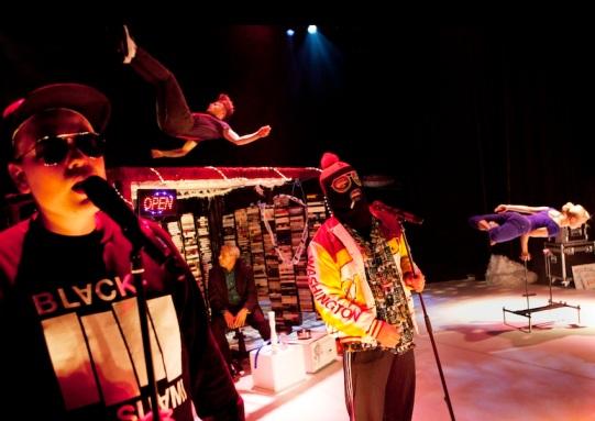 CIRCO AEREO: CAMPING 2, UFOT, USKONTO JA PAKOLAINEN 2012. Dir: Maksim Komaro. Set Design: Eveliina Hämäläinen, Maksim Komaro, Juho Rahijärvi. Photo: Heli Sorjonen
